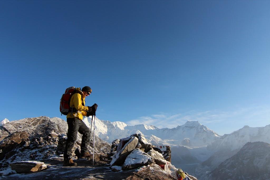 Nepalas Gokyo Ri viršūnė 5357 m , tolumoje matosi Cho Oyu kalnas 8210 m
