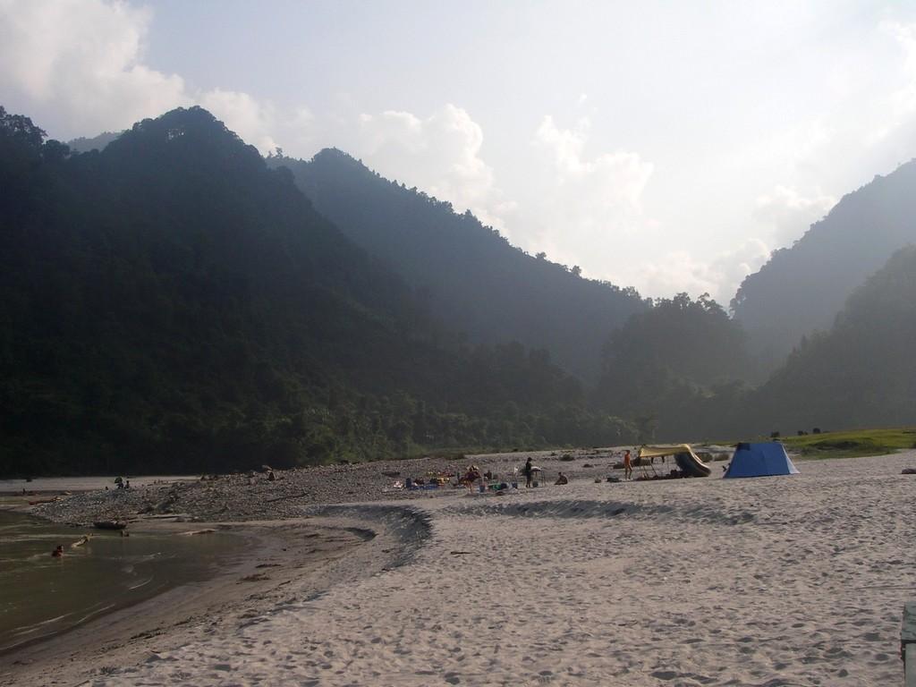 Kelionė į Nepalą - stovykla prie Seti upės