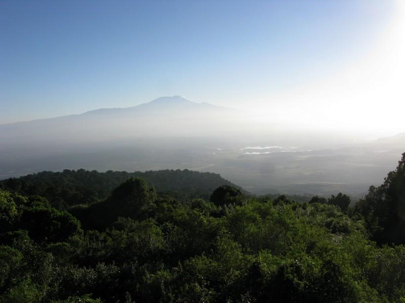 Kilimandžaras - vaizdas kopiant į Meru viršūnę