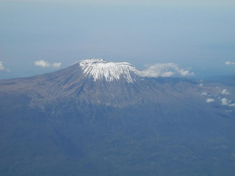 Kilimandžaras pro lėktuvo langą