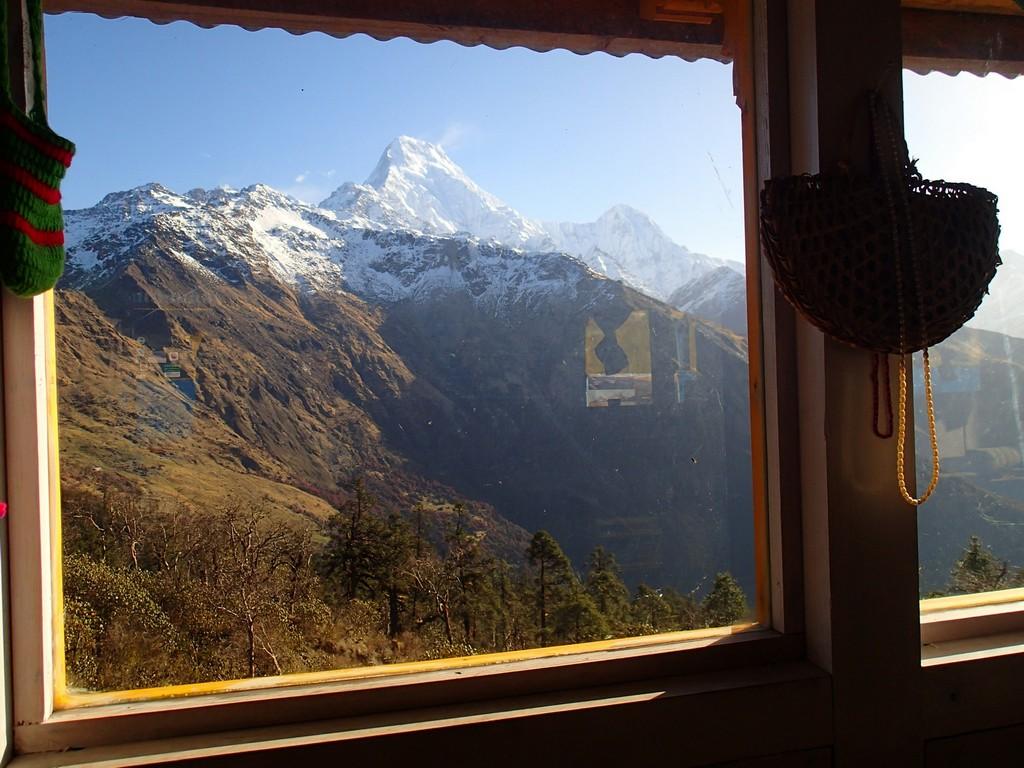 Kelionė į Nepalą - Dobato, vaizdas pro langą