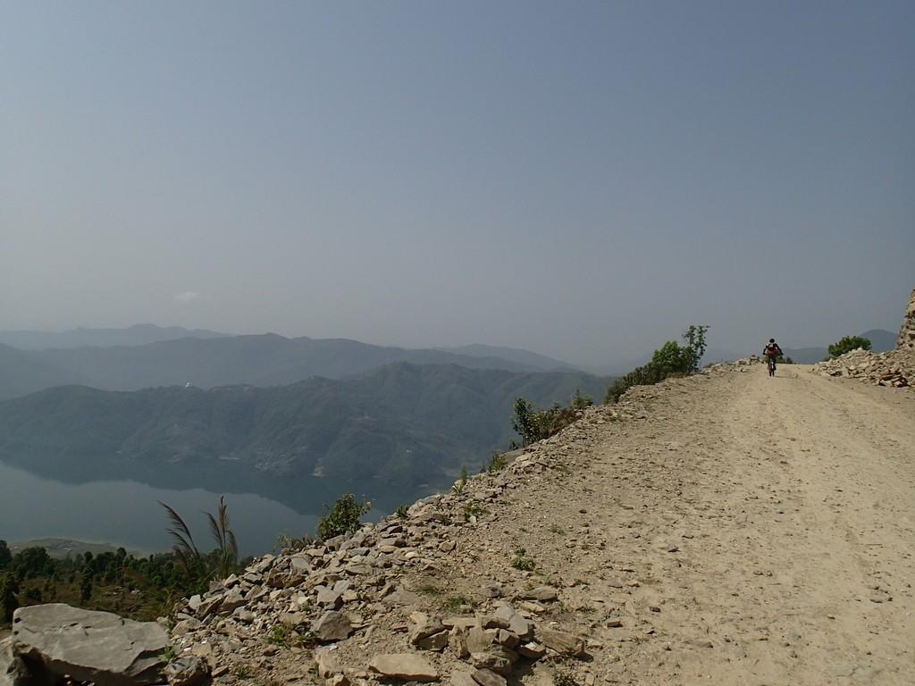 Kelionė į Nepalą - su dviračiu Pokaros apylinkėse